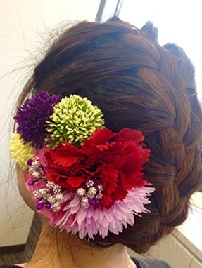 レトロ風な編み込みアップヘア画像