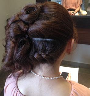 和装と洋装に似合うヘアセット画像