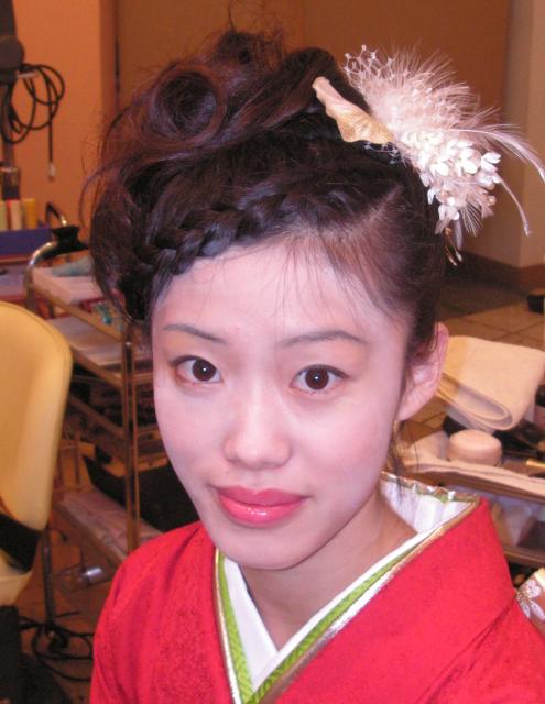 前髪にポイントをおいた片三つ編み画像