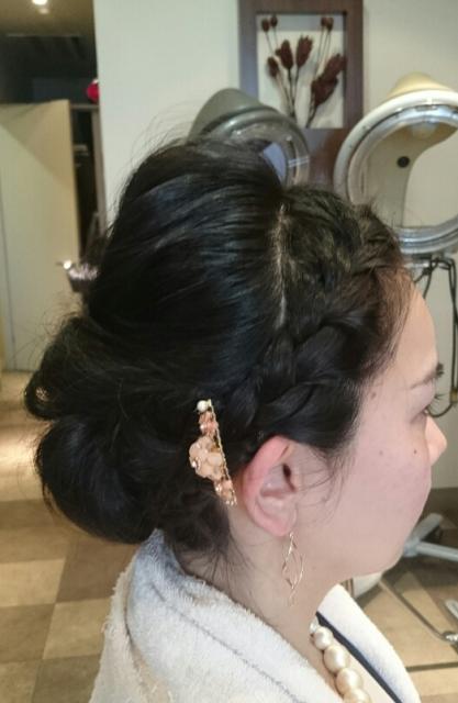 バックシニヨンと編み込みヘア 画像