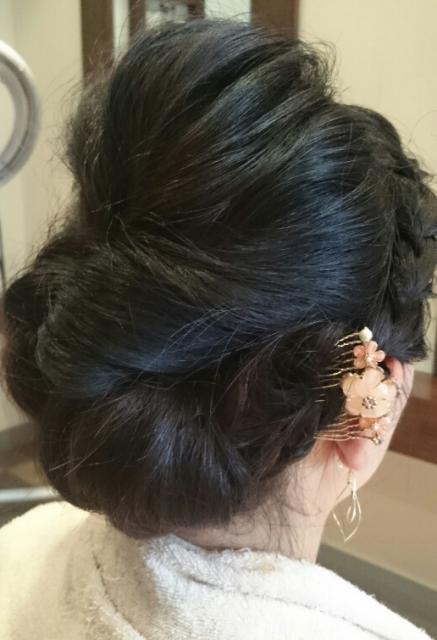 バックシニヨンと編み込みヘア画像