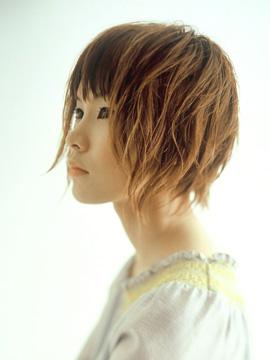 冬のショートヘアスタイルーB像画像