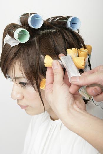 毛髪診断とダメージによるパーマ施術画像