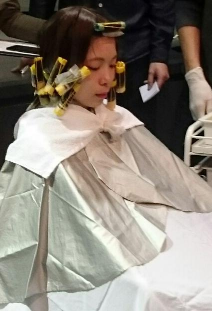 黒染めによるヘアカラーやパーマの施術方法