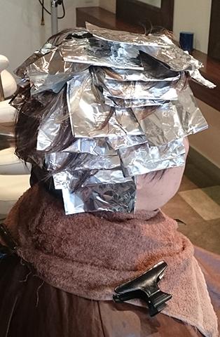 大人の白髪を活かすヘアカラー
